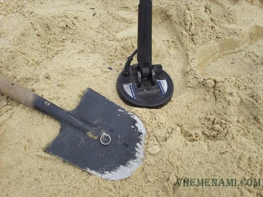 серебряное кольцо найденное на пляже