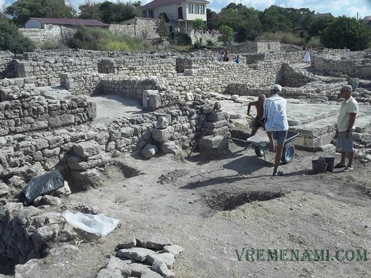 археологи копают