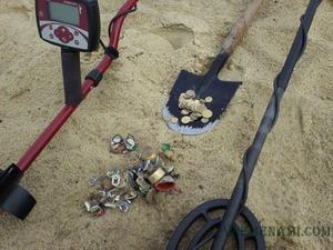 находки на пляже металлоискателями
