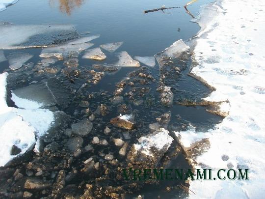 поломанный лед