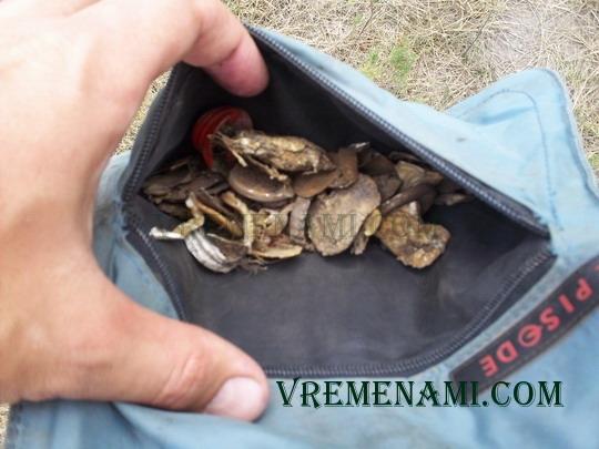 карман для найденного с металлоискателем мусора