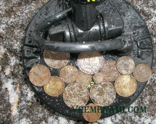 копаные монет из под снега