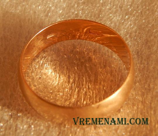 находка металлоискателем золотого кольца