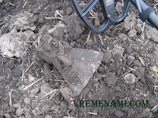 железный топор найденный металлоискателем