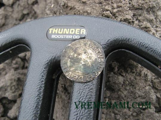 большая серебряная монета на nel thunder