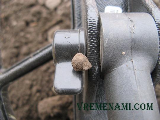 обломанная пуговка-гирька
