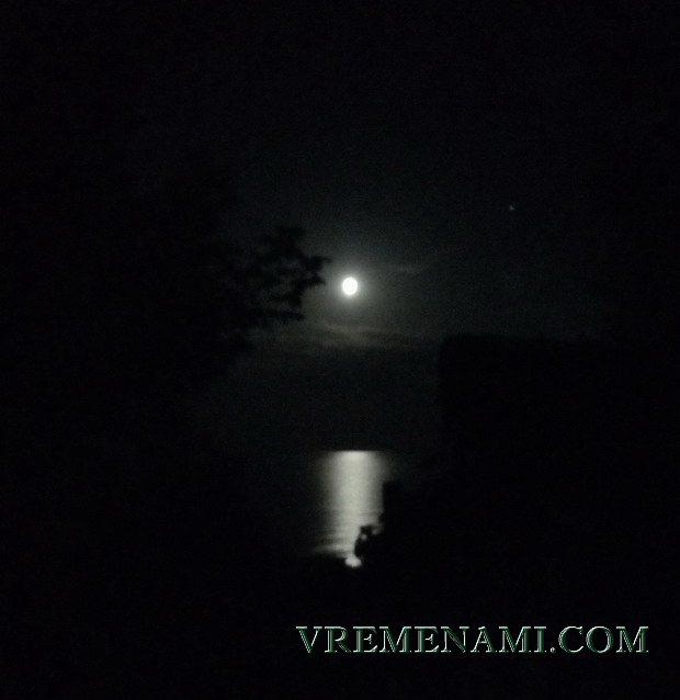 морская лунная дорожка